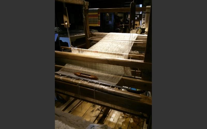Large loom, used for larger pieces of fabric and mats.